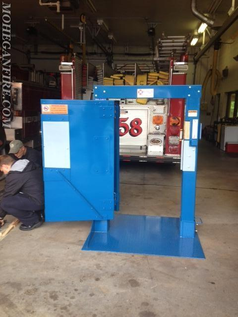 Lmfd Receives Forcible Entry Door Simulator Mohegan Volunteer Fire